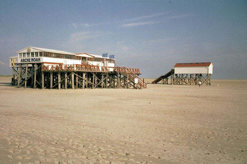 pfahlbauten am strand von st peter ording 2004. Black Bedroom Furniture Sets. Home Design Ideas