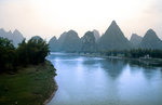 Karstberge am Li-Fluss bei Guilin.